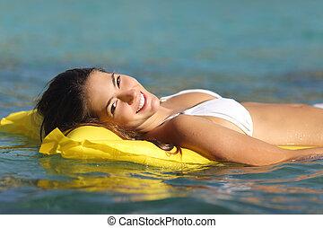 turista, donna, il bagnarsi, in, uno, tropicale, mare