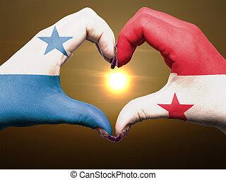 turista, perú, hecho, por, bandera de panamá, coloreado, manos, actuación, símbolo, de, corazón, y, amor, durante, salida del sol