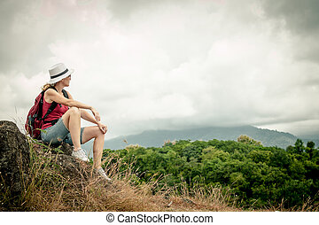 turista, relaxante, mochila, admirar, rocha, desfrutando