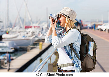 turista, tomar fotografías, en, el, puerto