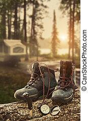 turistacipő, noha, iránytű, -ban, táborhely