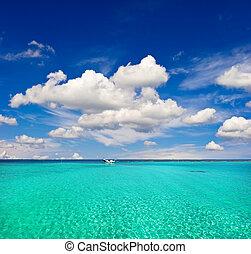 turkos sjögång, vatten, och, molnig, blå, sky., paradis ö