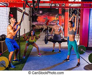 turnhalle, gruppe, weightlifting, workout, maenner, und,...