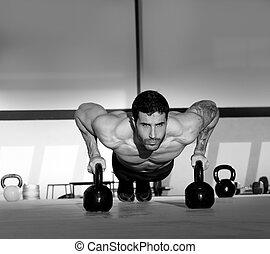 turnhalle, mann, liegestütz, stärke, pushup, mit, kettlebell
