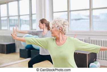 turnhalle, workout, joga, zwei frauen
