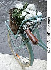 turquesa, bandeja, flores blancas, bicicleta, vendimia