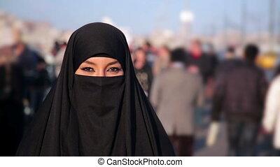 turquie, femme, istanbul, habillé, chador, rue, headscarf, noir