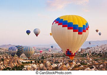 turquie, sur, voler, air, chaud, cappadocia, balloon