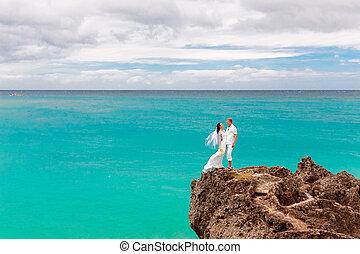 turquoise, lune miel, mariée, tropiques, concept., palefrenier, arrière-plan., rock., mer, mariage, heureux