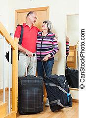 turyści, bagaż, dojrzały