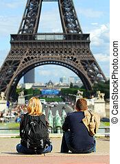 turyści, na, eiffel wieża