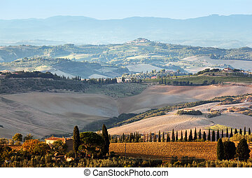 tuscany , τοπίο , σε , sunrise., tuscan , αγρόκτημα εμπορικός οίκος , αμπέλι , hills.