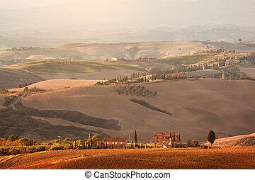 tuscany, paisagem, em, sunrise., tuscan, casa fazenda, vinhedo, hills.