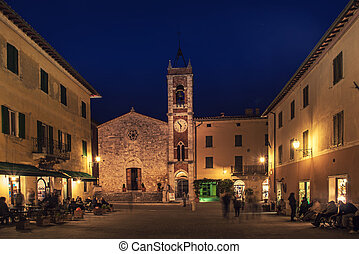 Tuscany town at night - Night view of ancient Tuscany city ...