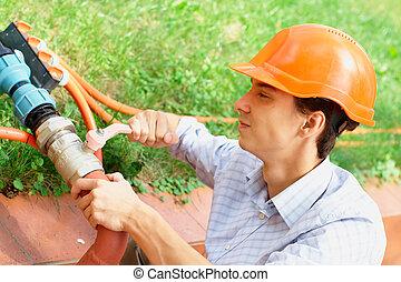 tuyau, jeune, réparation, ouvrier
