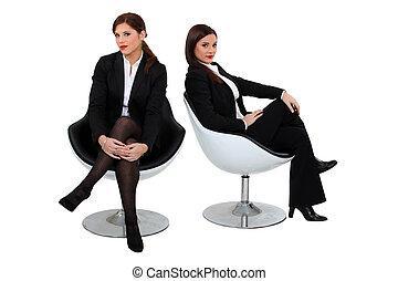 två, affärskvinnor