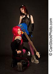 två flickor, med, gitarr, rökning