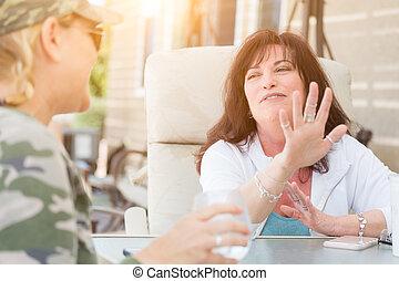 två, konversation, utanför, kvinnlig, avnjut, vänner