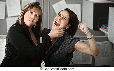 två kvinnor, quarelling