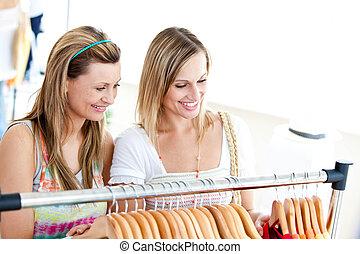 två, strålande, kvinnor, gör, inköp