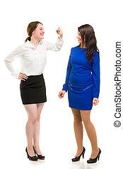 två, ung, affärsverksamhet kvinnor, in, fyllda, läsida