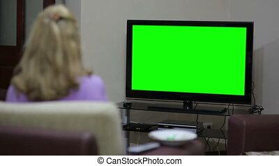 tv, femme aînée, regarder