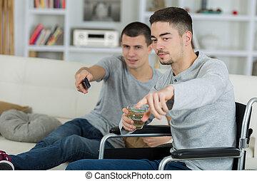 tv guardante, uno, invalido, 2, casa, amici