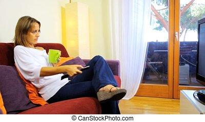 tv, maison, femme relâche, regarder