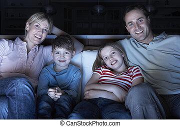 tv, soffa, tillsammans, familj, hålla ögonen på