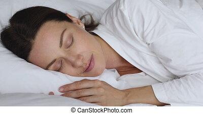 twarz, łóżko, spokój, kobieta, spoczynek, młody, wygodny, jasny, pociągający