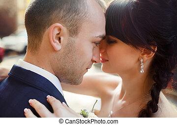 twarz, panna młoda, groom's, spojrzenia, nachylenie, szczęśliwy