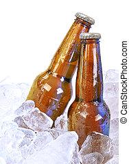 twee, alcohol, bruine , glas, bier bottelt, op wit