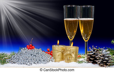 twee, bril van de champagne, met, kerstmis, decor, en, kaarsjes