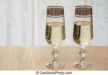 twee, champagne fluit, gevulde, met, champagne.