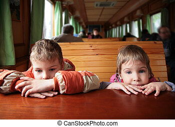 twee kinderen, in, trein