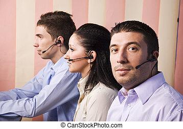 twee mannen, en, een, vrouwen, werkende , in, kantoor