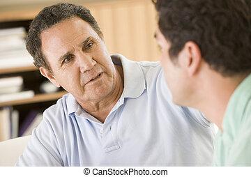 twee mannen, in, woonkamer, klesten