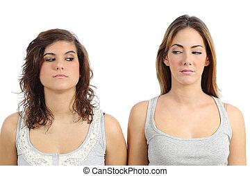 twee meisjes, het kijken, elkaar, boos