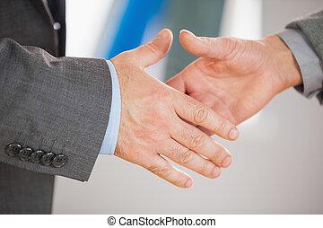 twee mensen, gaan, om te, schudden, hun, handen