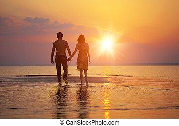 twee mensen, verliefd, op, ondergaande zon