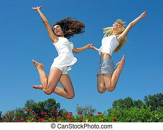 twee, vrolijk, vriendinnen, springt, buitenshuis