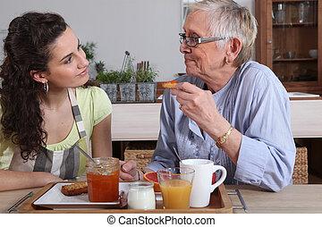 twee vrouwen het spreken, op, ontbijt