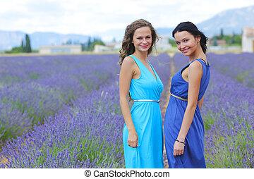 twee vrouwen, op, lavendelgebied