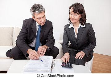 twee, zakenlui, op, de, vergadering