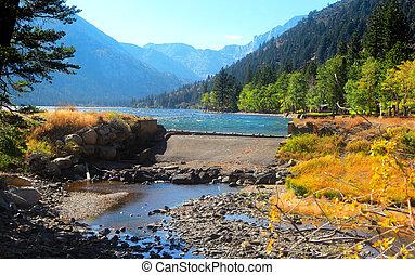 Sierra Nevada mountains near Bridgeport California - Twin ...