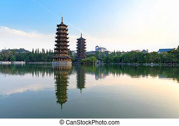 twin pagodas in banyan lake