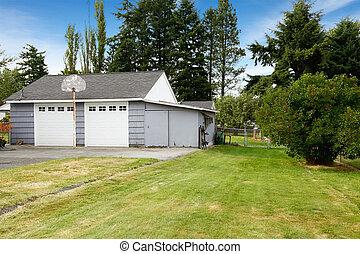 Two car garage. Countryside real estate. Kent, WA