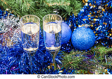 Two glasses with blue Xmas decorations and tree 10