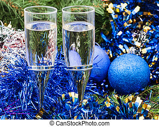 Two glasses with blue Xmas decorations and tree 3