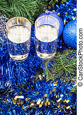 Two glasses with blue Xmas decorations and tree 4